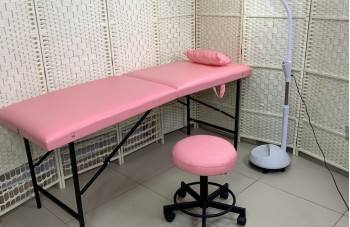 Розовые кушетка и стульчик
