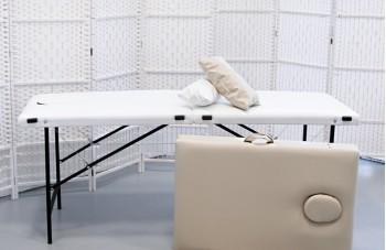 Массажные столы белый и бежевый